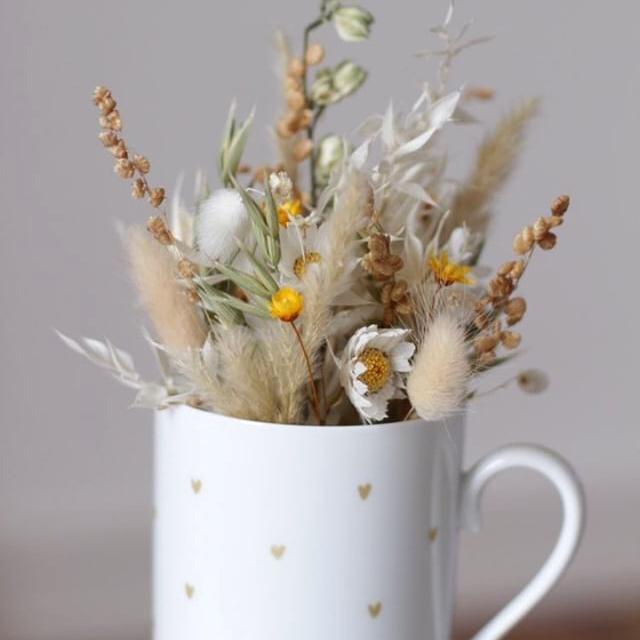 Le mug petits coeurs et bouquet