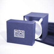 Boite cartonnée bleu marine avec estampille Mug in France argentée
