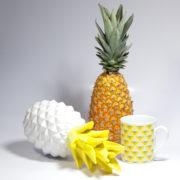 Mise en scène du mug motif Maxi ananas